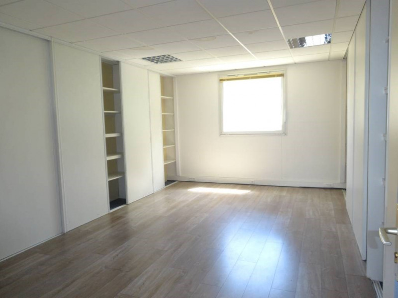 Location bureau Montfavet 2 876€ CC - Photo 4