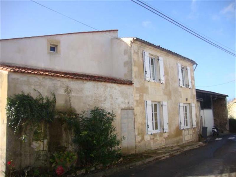Sale house / villa Tonnay-boutonne 143700€ - Picture 1