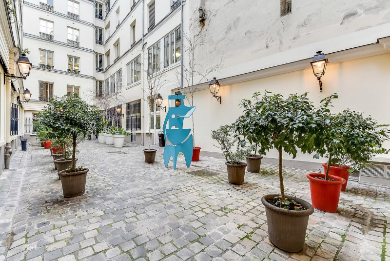 Location appartement Paris 10ème 1 845€ CC - Photo 1