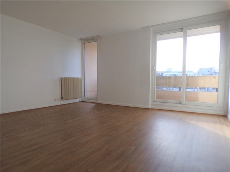 Location appartement Elancourt 1090€ CC - Photo 1