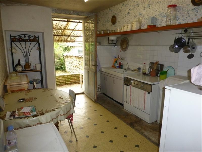 Sale house / villa Saint-jean-d'angély 75000€ - Picture 2