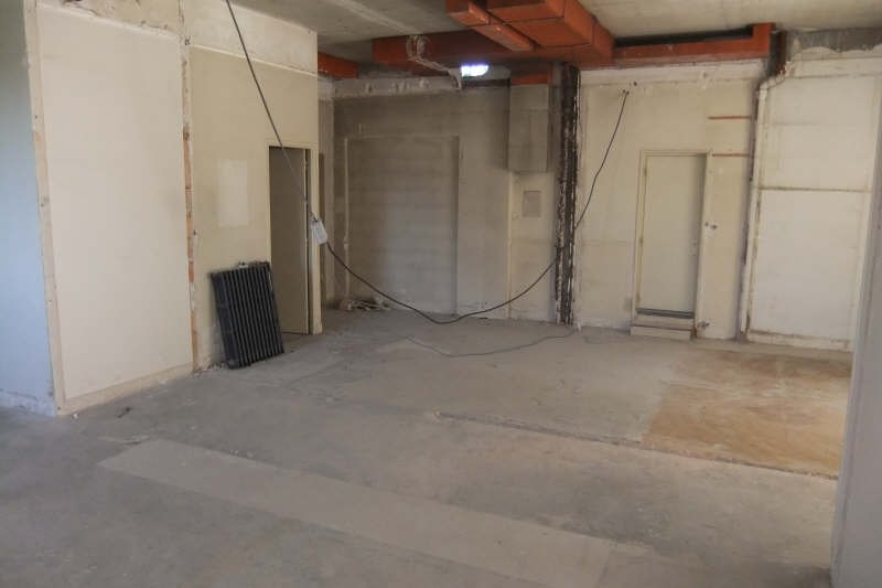 Location local commercial Soissons 2750€ HT/HC - Photo 4