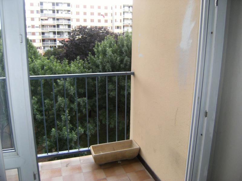 Sale apartment Vaulx-en-velin 90000€ - Picture 3