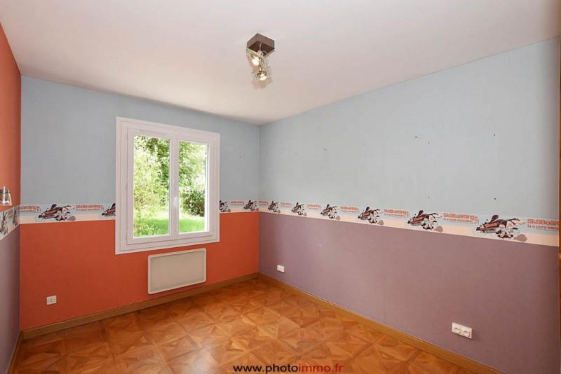 Sale house / villa Le crest 249100€ - Picture 5