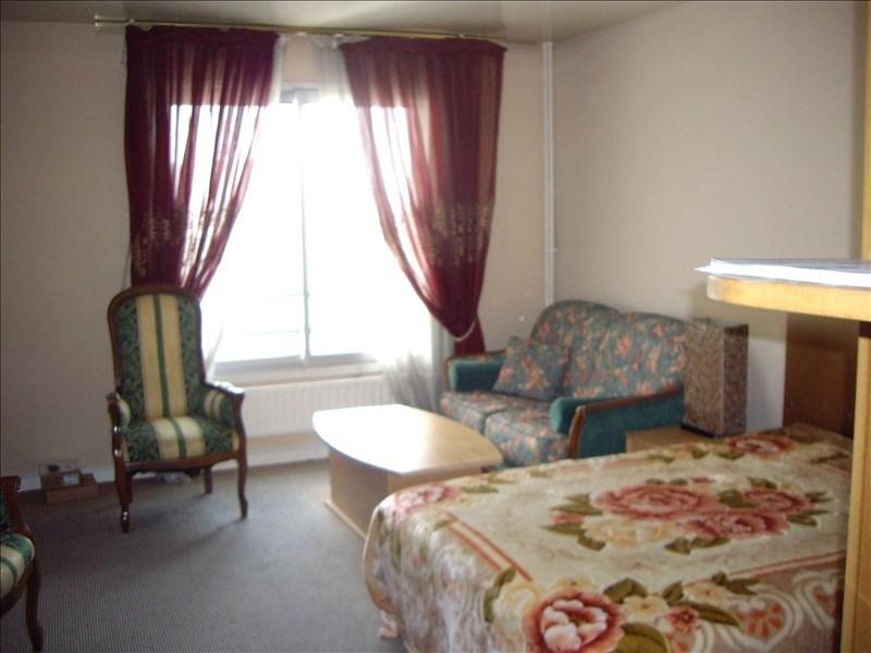 Rental apartment Paris 17ème 2000€ CC - Picture 1