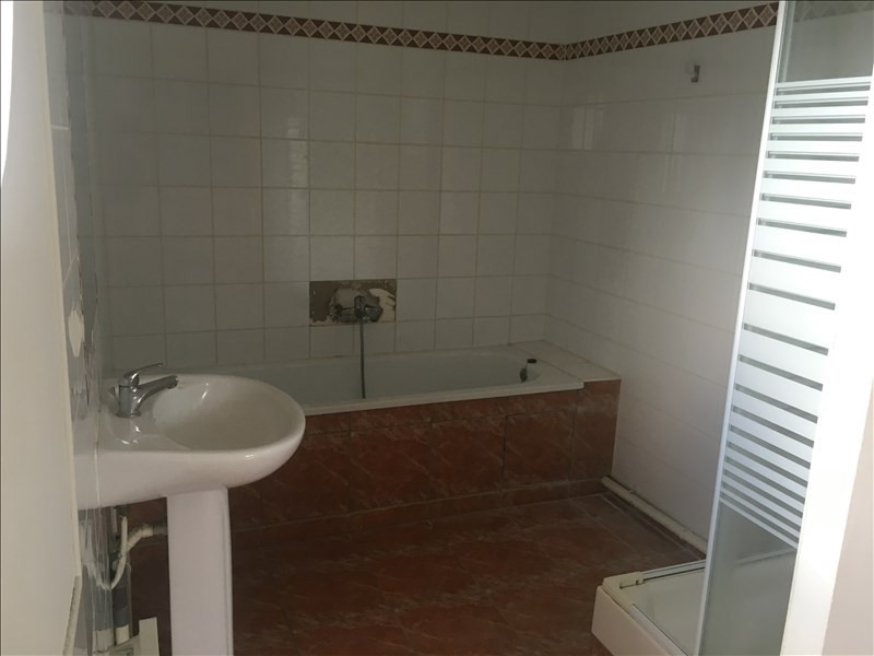 Rental apartment St quentin 680€ CC - Picture 3