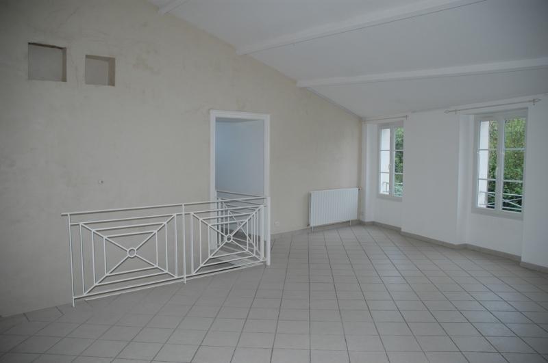 Rental apartment Saintes 856€ CC - Picture 1