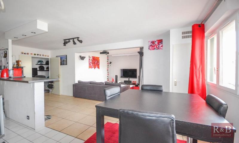 Sale apartment Plaisir 210000€ - Picture 1