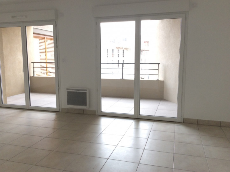 Location appartement Fréjus 790€ CC - Photo 2