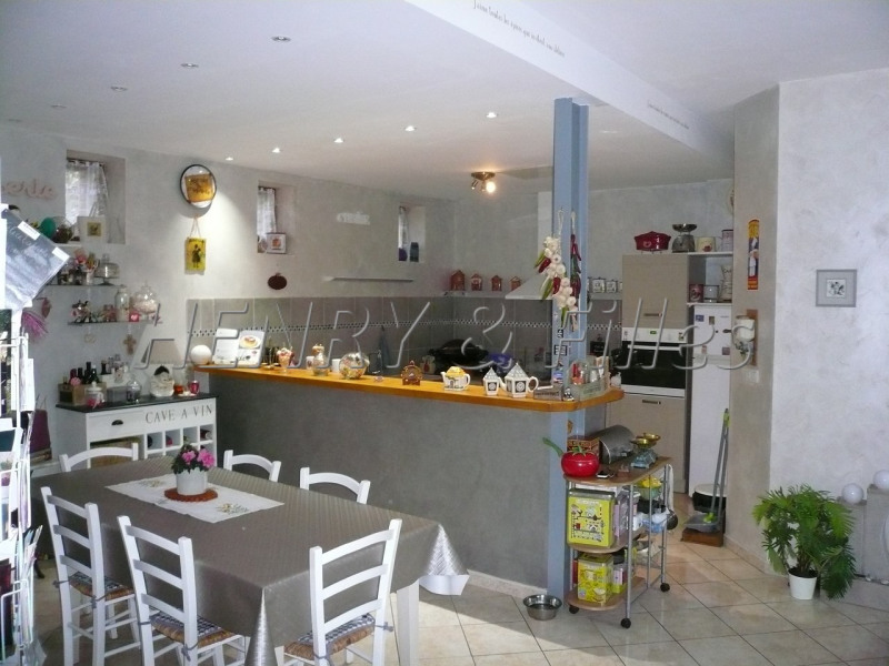 Sale house / villa L'isle jourdain 265000€ - Picture 3