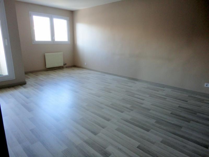 Location appartement Élancourt 950€ CC - Photo 2