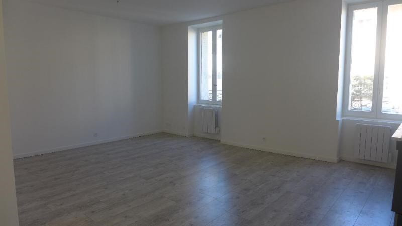 Location appartement Lyon 8ème 680€ CC - Photo 3