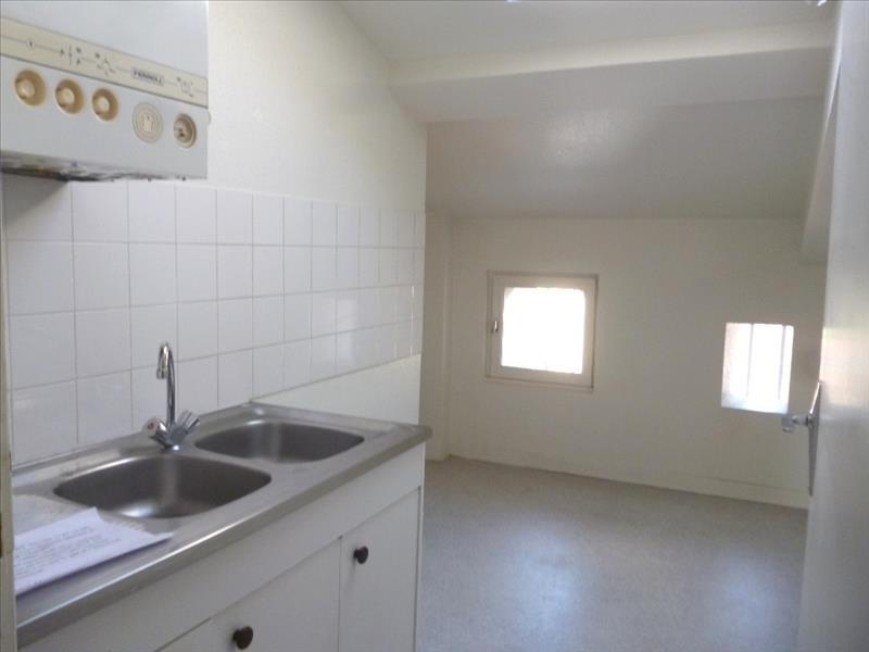 Location appartement Le coteau 395€ CC - Photo 2