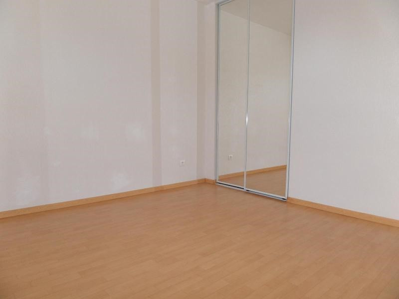 Location maison / villa St julien 896€ CC - Photo 7