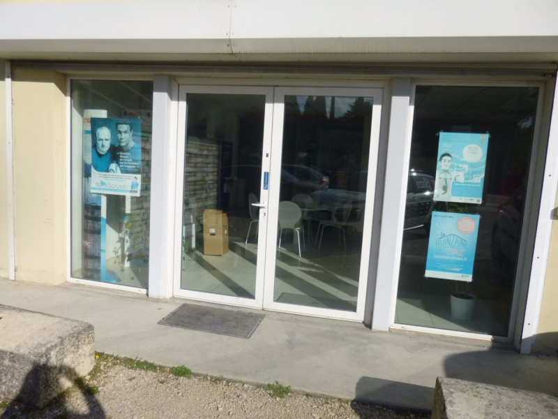 Location local commercial Morieres les avignon 4 000€ HC - Photo 1