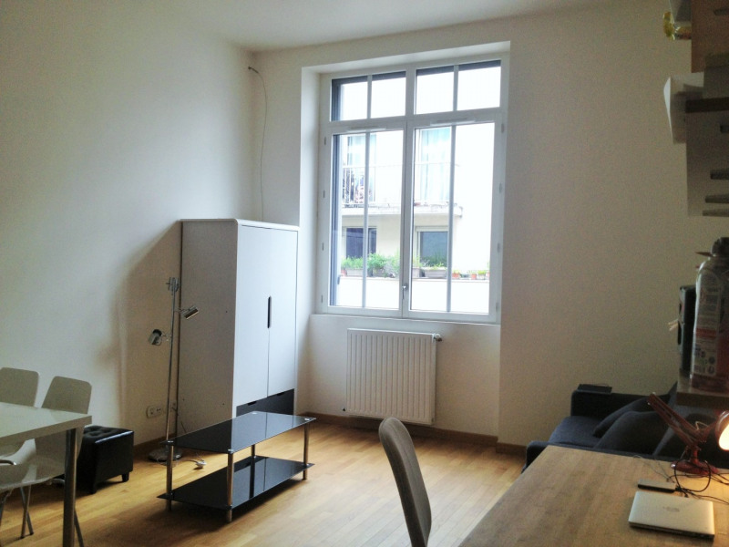 Location appartement Paris 11ème 1 070€ CC - Photo 1