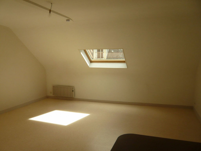Rental apartment Laval 334€ CC - Picture 2