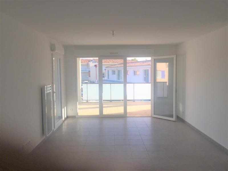 Rental apartment Les pennes mirabeau 935€ CC - Picture 2