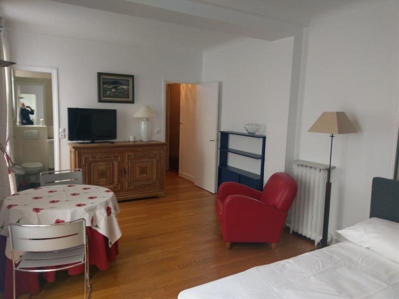 Location appartement Paris 8ème 1350€ CC - Photo 2