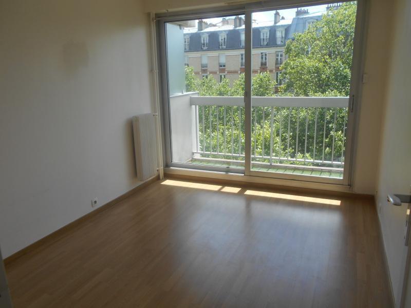 Location appartement Paris 20ème 1151€ CC - Photo 2