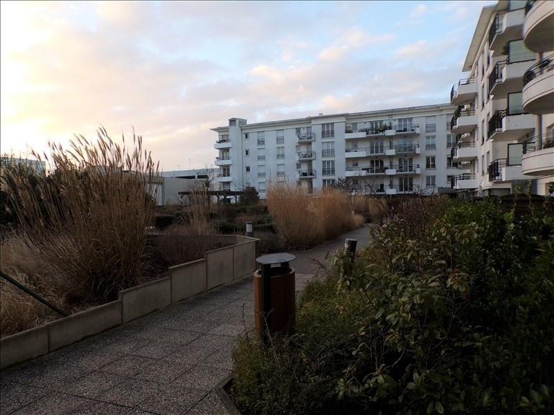 Locação apartamento Montigny le bretonneux 1120€ CC - Fotografia 1