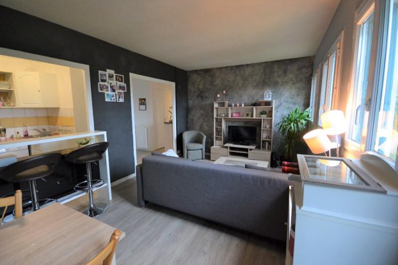 Rental apartment Maurepas 730€ CC - Picture 2
