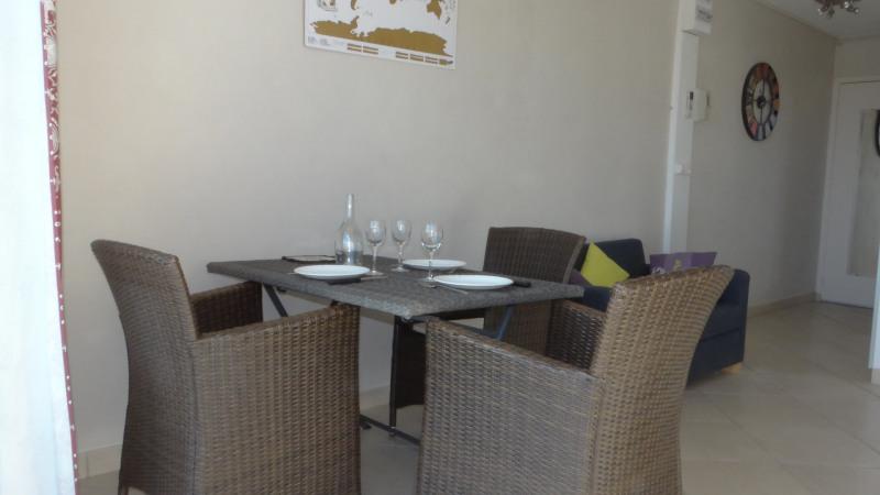 Location vacances appartement Cavalaire 750€ - Photo 5