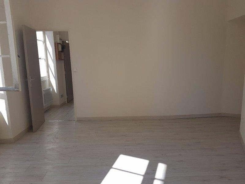 Location appartement Nimes 420€ CC - Photo 2