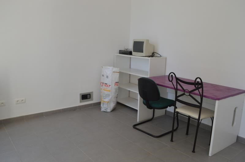 Location local commercial Le muy 750€ CC - Photo 3