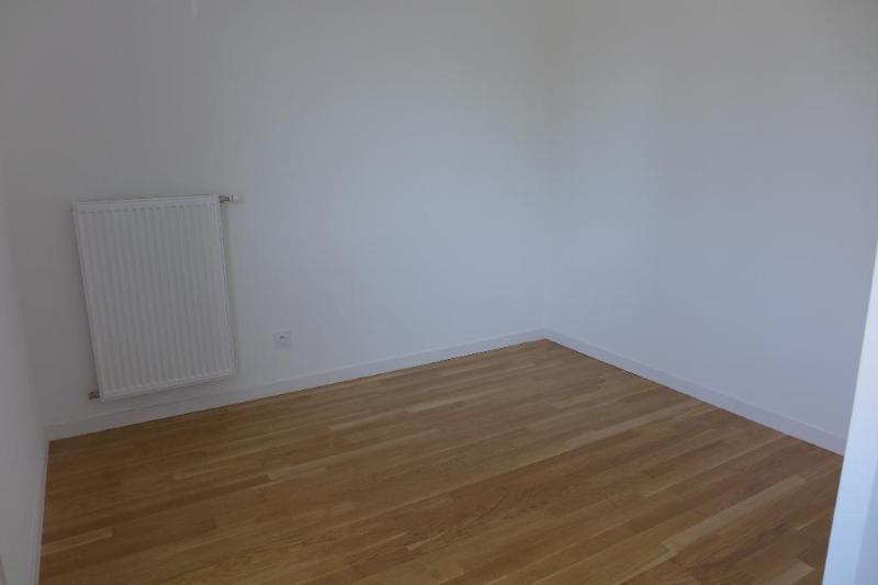 Rental apartment Bron 483€ CC - Picture 2