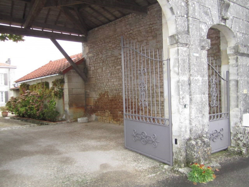 Sale house / villa Barbezieux-saint-hilaire 416 000€ - Picture 4