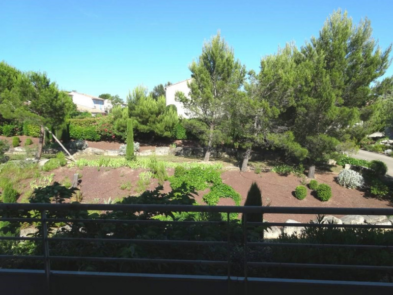 Rental apartment Les angles 843€ CC - Picture 1