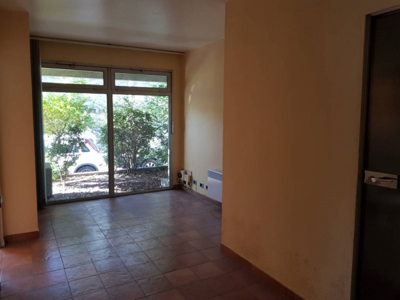 Rental empty room/storage Avignon 590€ CC - Picture 2