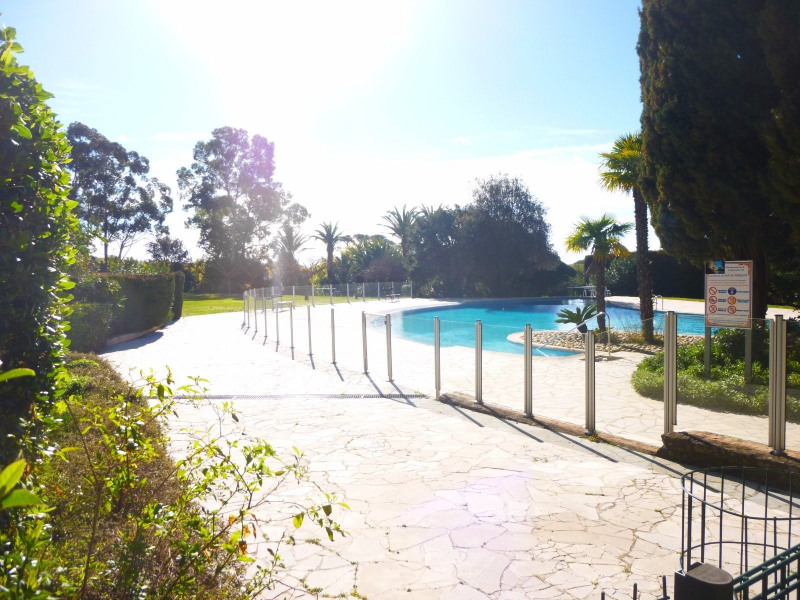 Investment property apartment St raphael 232000€ - Picture 2