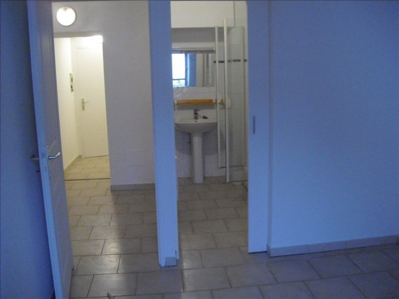 Rental apartment Eyguieres 509€ CC - Picture 3