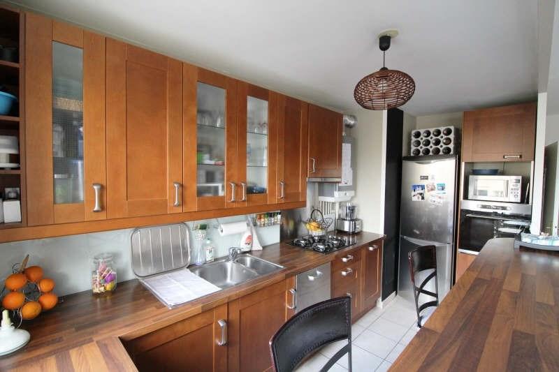 Sale apartment Maurepas 215500€ - Picture 2