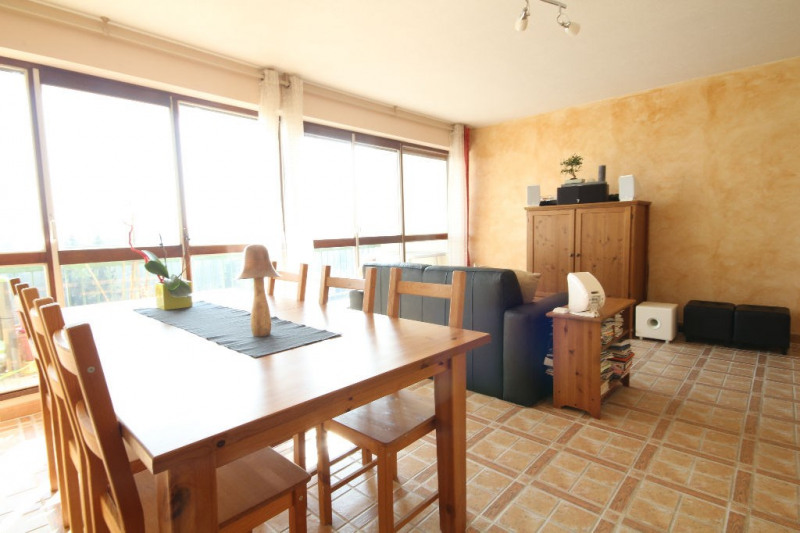 Sale apartment Le mesnil le roi 310 000€ - Picture 2