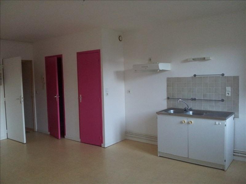Rental apartment Montoire sur le loir 250€ CC - Picture 2