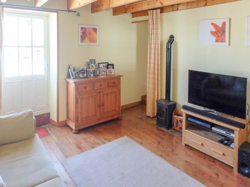 Sale house / villa Saint-jean-d'angély 82500€ - Picture 7