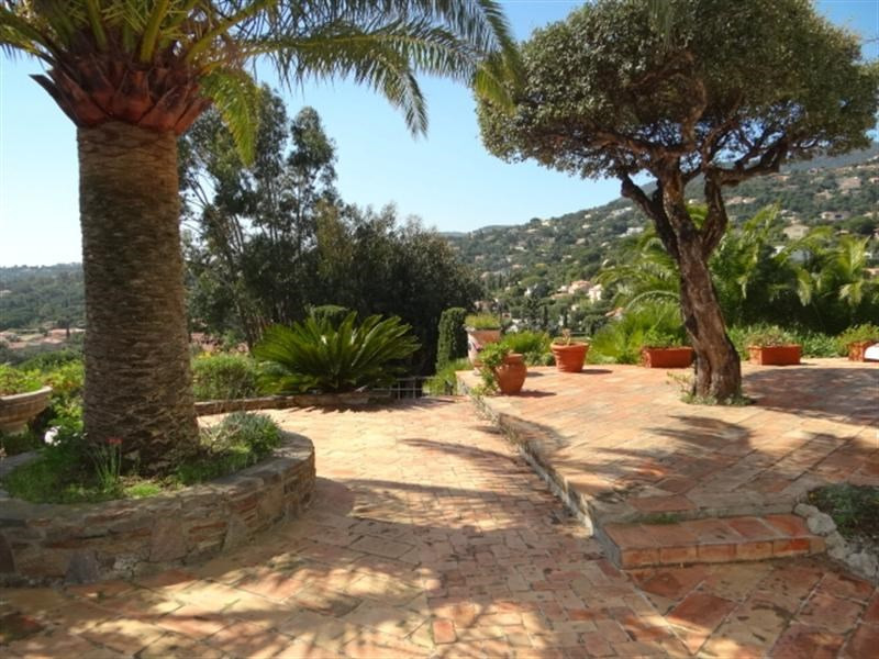 Vacation rental house / villa Cavalaire sur mer 1 000€ - Picture 7