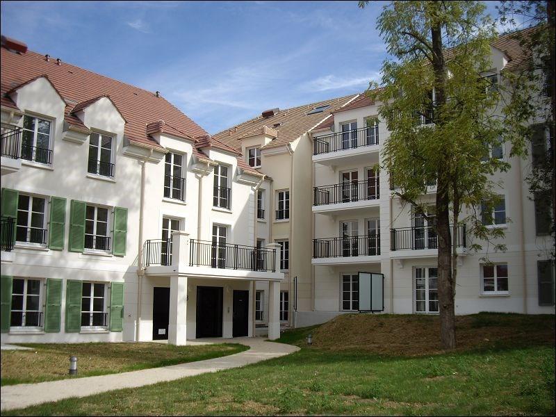 Rental apartment Yerres 804€ CC - Picture 1