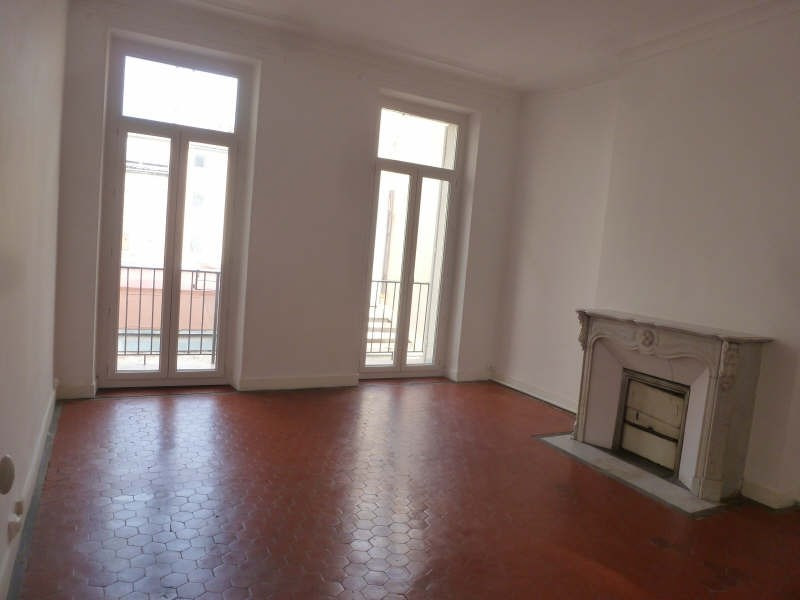 Rental apartment Marseille 1er 880€ CC - Picture 1
