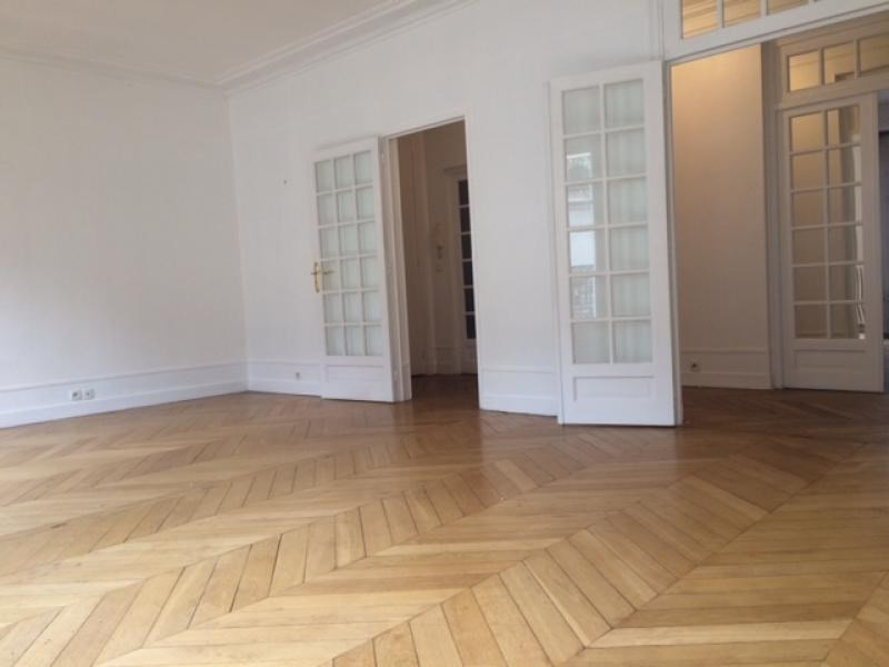 Location appartement Paris 17ème 3 990€ CC - Photo 3