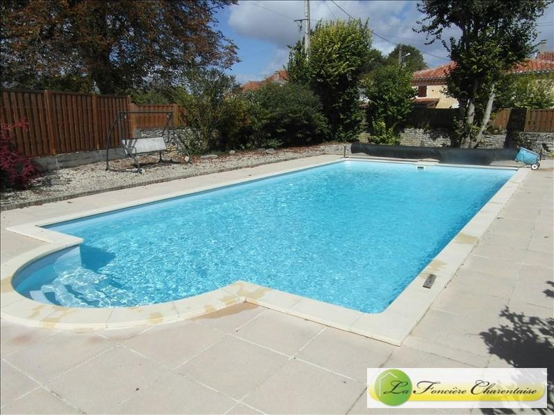 Sale house / villa Aigre 286 000€ - Picture 3