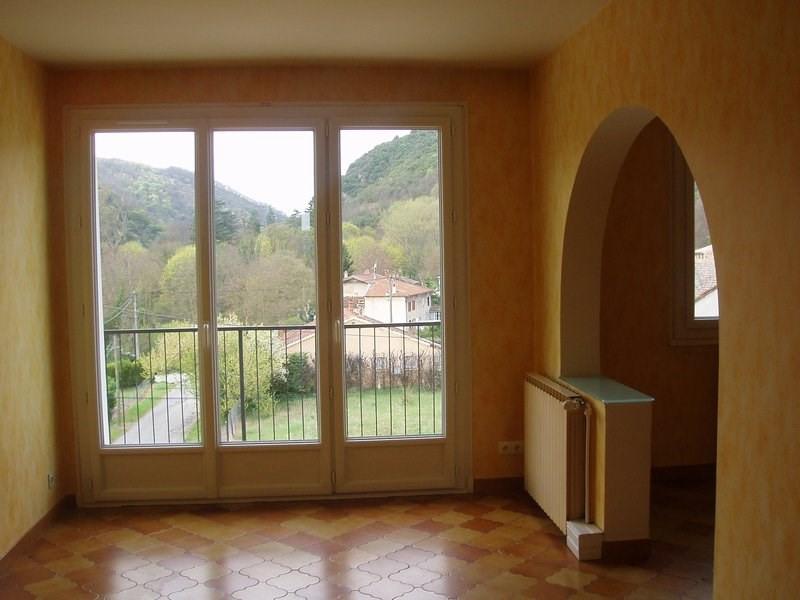 Rental apartment St uze 475€ CC - Picture 1