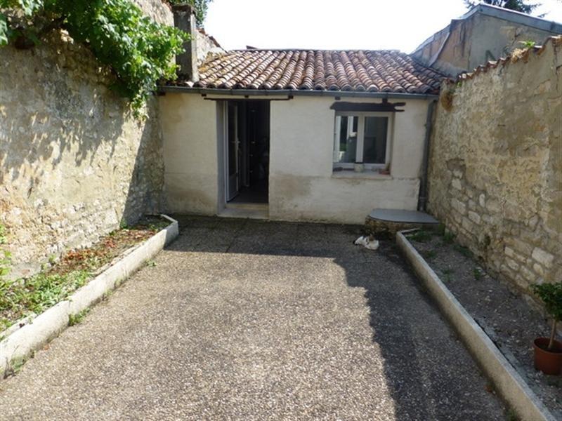 Rental house / villa Saint-jean-d'angély 410€ CC - Picture 2
