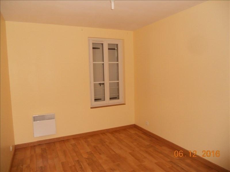 Rental house / villa St savin 637€ CC - Picture 5