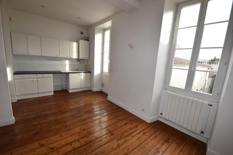 Rental apartment Saintes 606€ CC - Picture 1