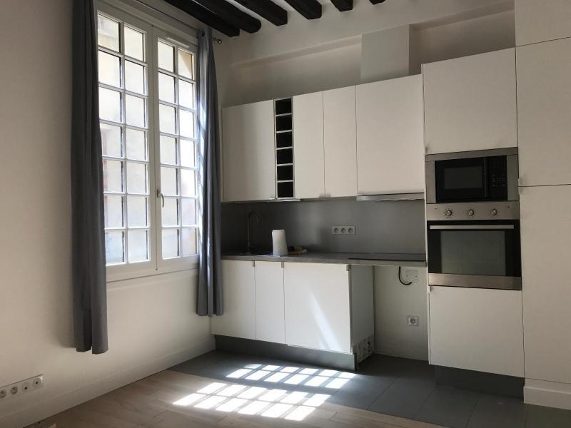 Location appartement Paris 4ème 1200€ CC - Photo 1