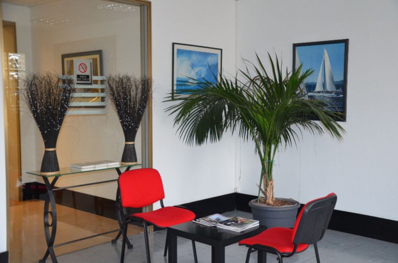 Rental office Le mesnil le roi 917€ CC - Picture 2